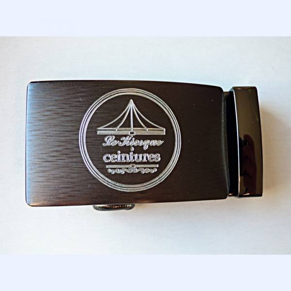 Boucle de ceinture gravée avec logo Le Kiosque à ceintures