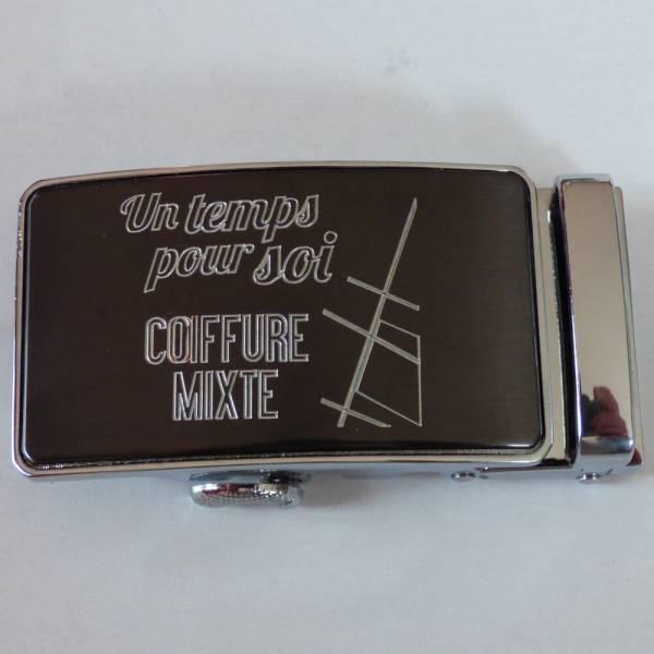 Boucle de ceinture gravée avec logo Un temps pour soi